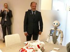 Robot Pepper opent Homelab